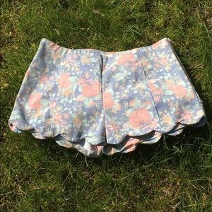 Super cute scalloped floral shorts